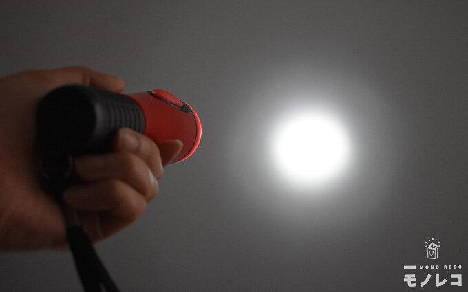 懐中電灯おすすめ7選|2人の専門家が紹介する防災用とアウトドア用懐中電灯とは?