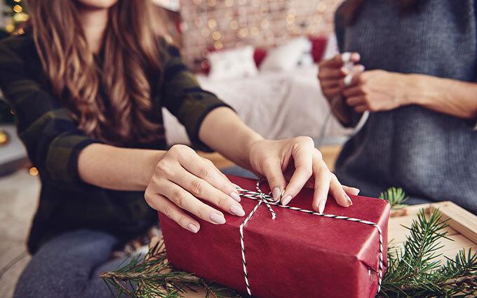 【少数派の回答はこちら!】クリスマスプレゼントおすすめ16選|女友達へ何を贈る?