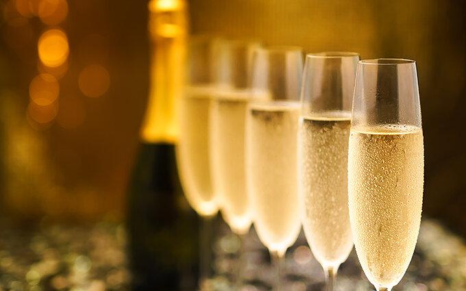 スパークリングワインおすすめ15本|プレゼントに!日本産やノンアルコールも紹介
