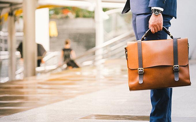 ビジネスバッグおすすめ30選|スタイリストのブランド別ランキング付き