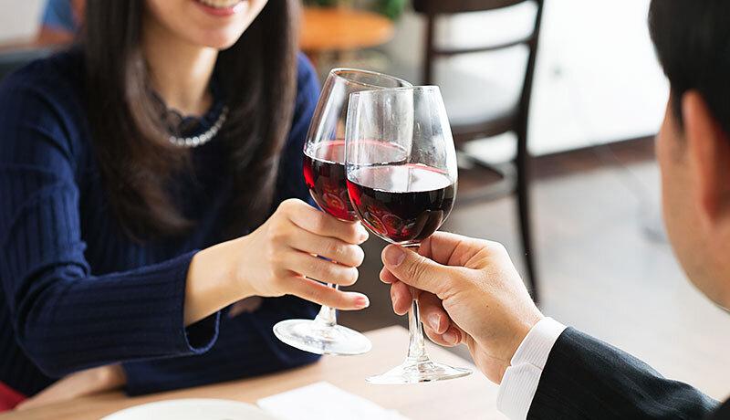 エポスプラチナカードなら高級レストラン1名分無料で空港ラウンジも無料!特典内容を詳しく紹介します