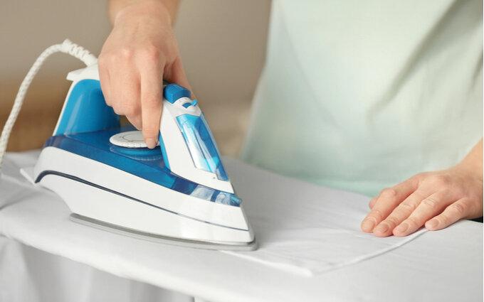 アイロン台おすすめ12選|生活品評論家がきれいに仕上がるシャツのかけ方も紹介