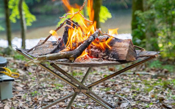 焚き火台おすすめ12選|ソロキャンプから大人数まで!選び方や使い方のコツも紹介