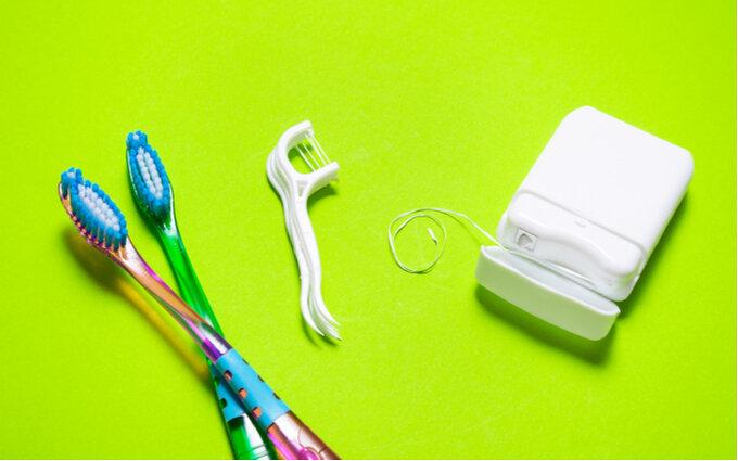 デンタルフロスおすすめ12選《口コミ付き》歯科医師が選び方や正しい使い方も紹介