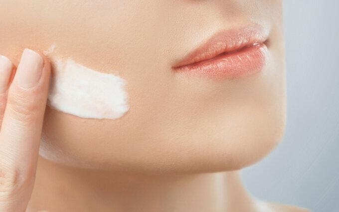 ほうれい線ケア化粧品おすすめ26選|医師監修!効果や選び方を徹底解説