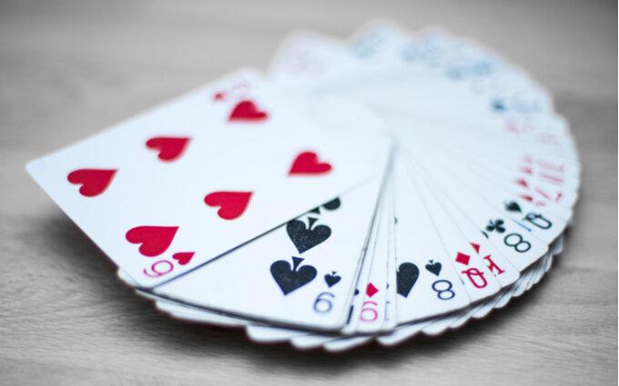 トランプおすすめ21選|選び方や人気メーカーも紹介【ゲームやマジックに】