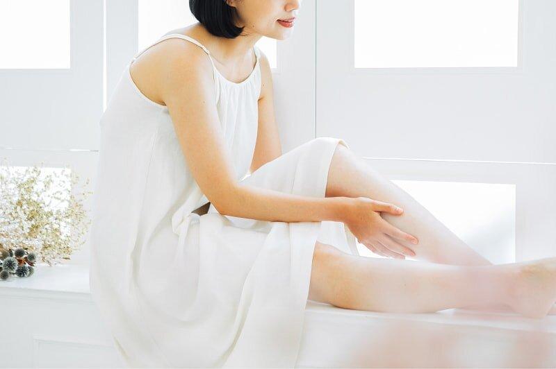 おすすめの全身脱毛を紹介している女性の画像