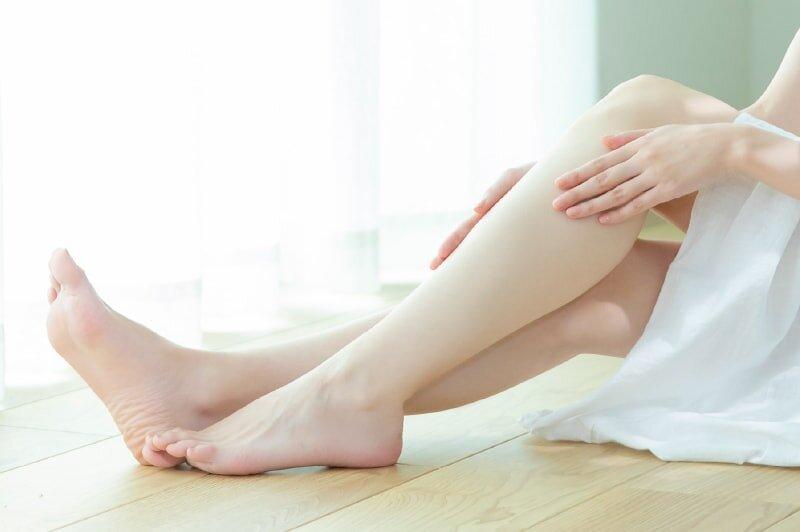綺麗な足の女性の画像